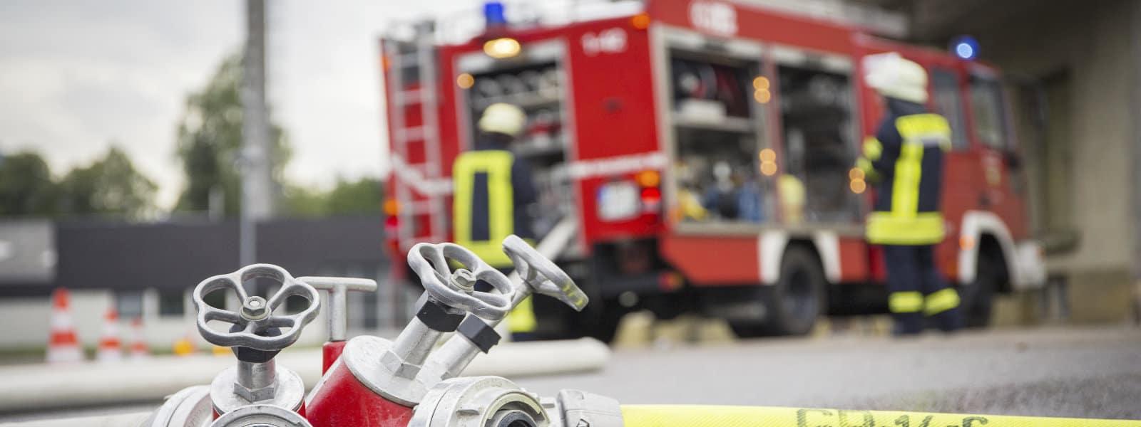 Feuerwehr Brand Gewerbegebäude