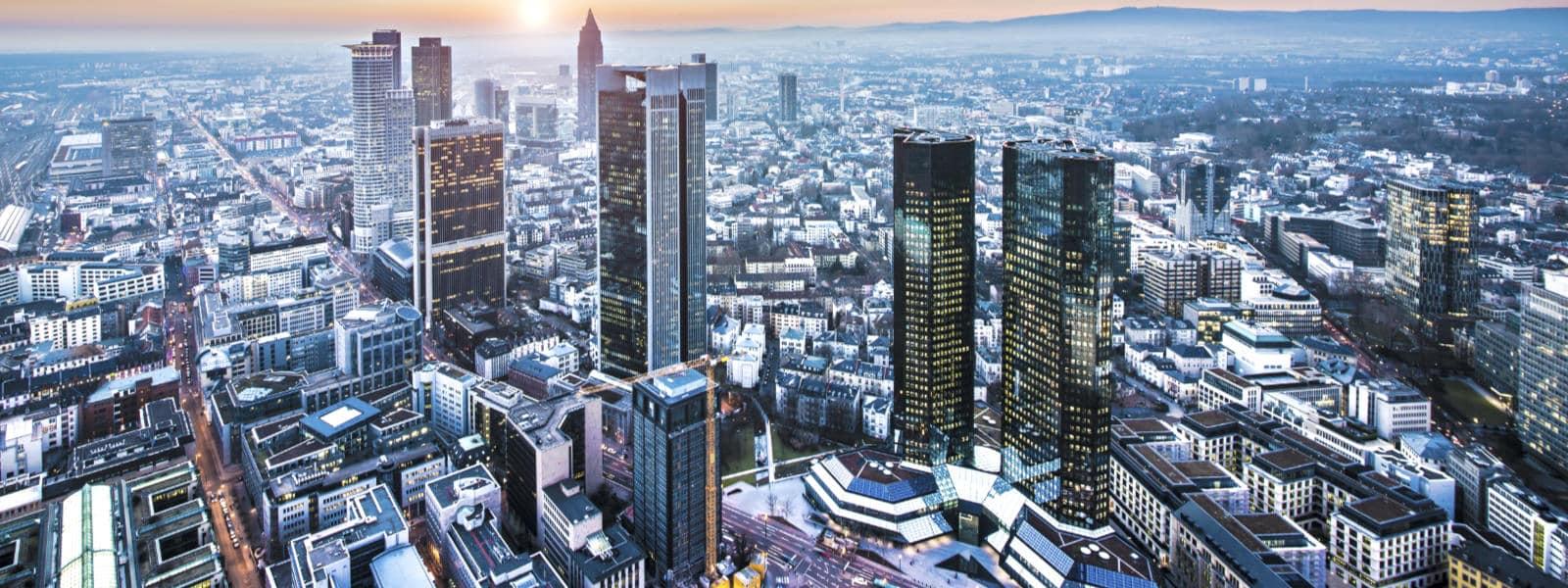 Frankfurt Skyline mit GRAFBRÜHL Versicherungsmakler